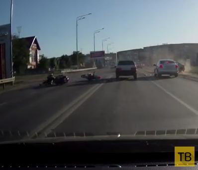 Спешащий водитель не заметил двух мотоциклистов и сбил... ДТП в г. Саратов