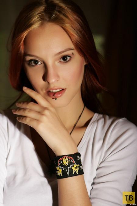 Шикарная рыжая красавица с обалденной грудью (27 фото)
