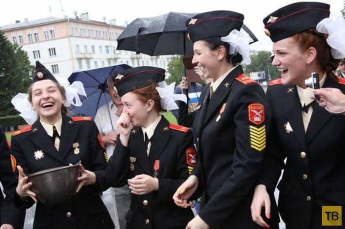Первый в истории девичий выпуск суворовского училища (21 фото)