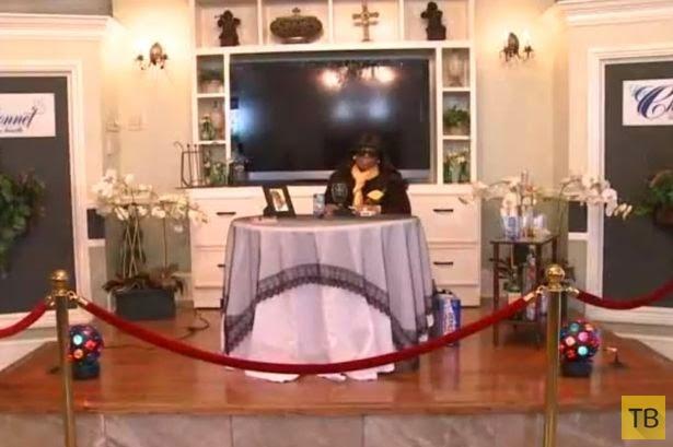 Жесть!!! Дочери устроили прощальную вечеринку для покойной матери (7 фото)