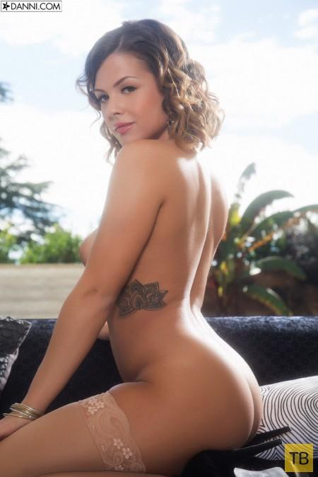 Пухленькая девушка с татуировками (20 фото)