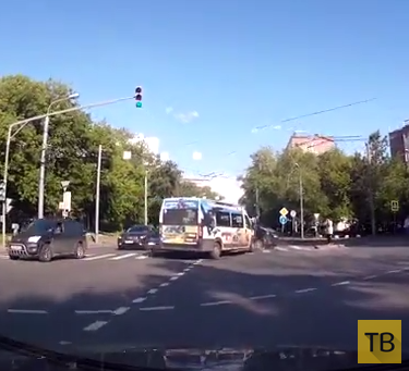Неадекватный водитель маршрутки спровоцировал аварию с участием четырех машин... ДТП в районе Отрадное, г. Москва