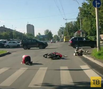 Мотоциклист сбил женщину на пешеходном переходе... ДТП в г. Екатеринбург