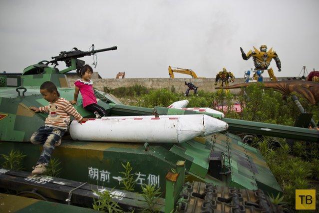 Супер-большие китайские копии «Трансформеров» (8 фото)