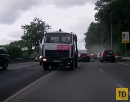 """""""Нексия"""" неудачно свернула под """"МАЗ""""... ДТП в г. Москва"""