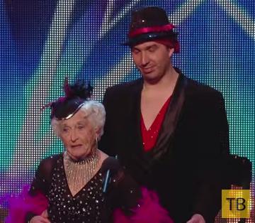 79-летняя бабуля поразила всех исполнением сальсы...