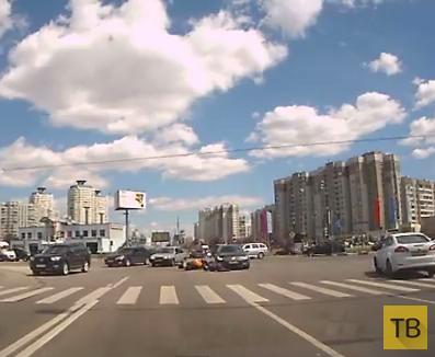 Мотоциклист не проскочил на перекрестке...