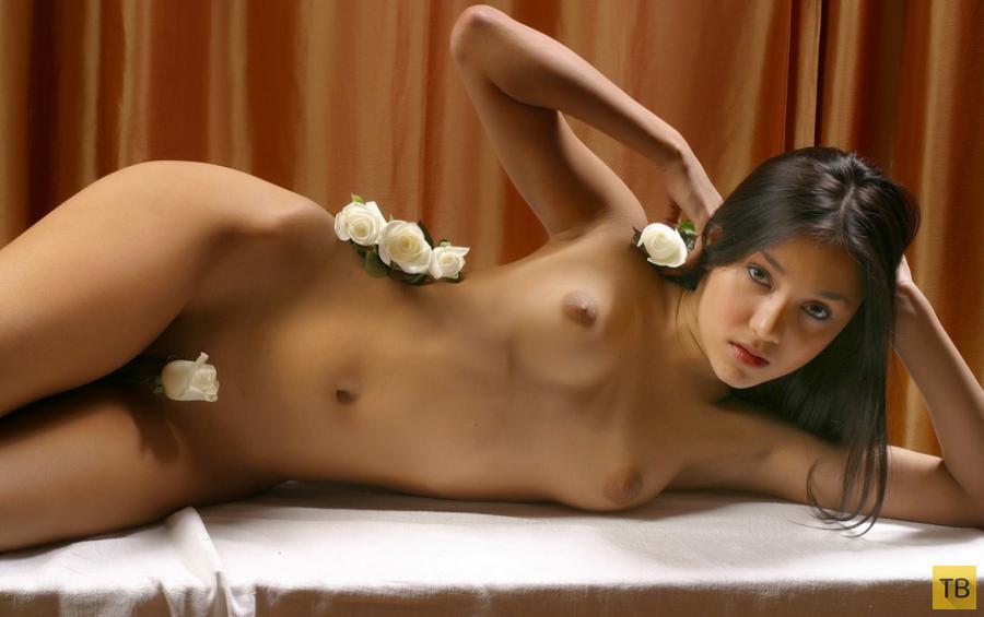 Худенькая красавица-смуглянка (17 фото)