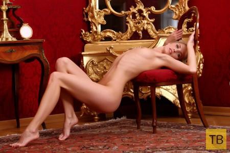Блондинка с красивой фигурой (25 фото)