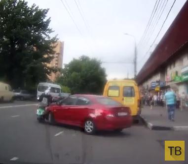 """Женщина на """"Hyundai Solaris"""" подбила скутер """"Yamaha Vino""""... ДТП в Новогиреево, г. Москва"""