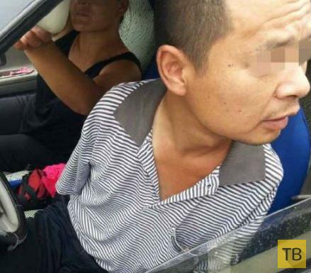 Китайские гаишники оштрафовали безрукого водителя (5 фото)