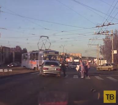 Водитель, уходя от погони, чуть не сбил пешеходов на переходе... ДТП в г. Ижевск