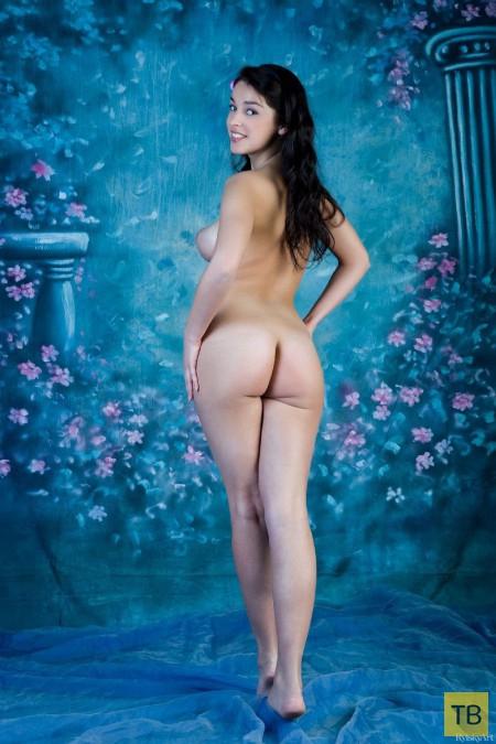 Красотка с большими сиськами (13 фото)
