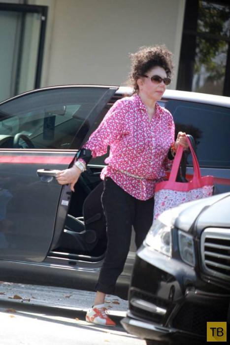 92-летняя мать Сталлоне занимается танцами и водит машину! (25 фото)