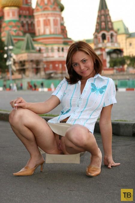 Красотка гуляет по Москве (18 фото)