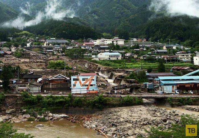 Тайфун Неогури в Японии (20 фото)