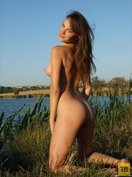 Красотка на пруду (13 фото)