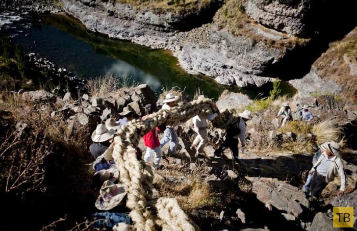 Перуанский подвесной мост (22 фото)