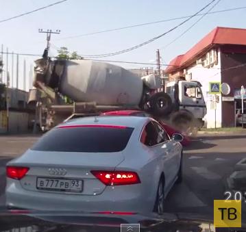 Девушка не заметила бетономешалку... ДТП на пересечении улиц Бабушкина-Маркса, г. Краснодар