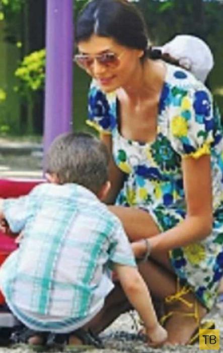 Гламурной девице надоело играть в мать и она вернула сына в приют (3 фото)