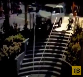 Женщина везла коляску с ребенком по тротуару... ДТП в г. Сан-Франциско