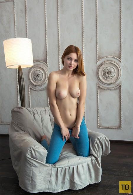 Очаровательная рыженькая девушка с большой грудью (24 фото)