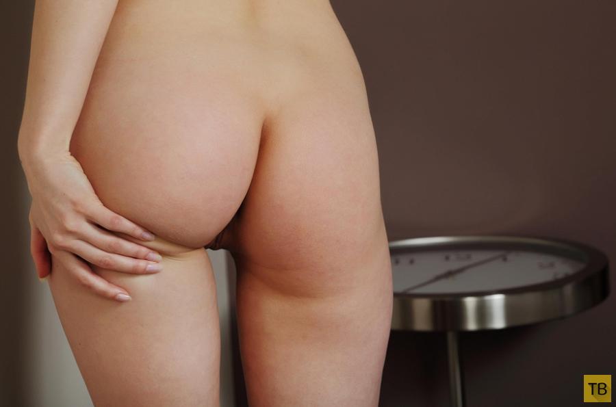 Рыженькая красотка с красивой грудью (13 фото)