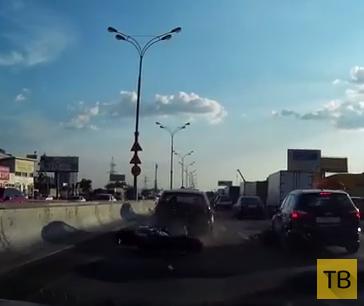 По вине бестолкового байкера пострадали четыре машины... ДТП на МКАД