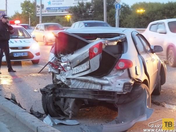 """Пьяный водитель """"Кадиллак"""" столкнулся с четырьмя автомобилями... ДТП на Пермяковском мосту, г. Тюмень"""
