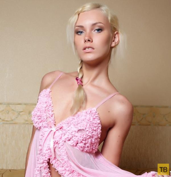 Очаровательная блондинка в розовом (16 фото)
