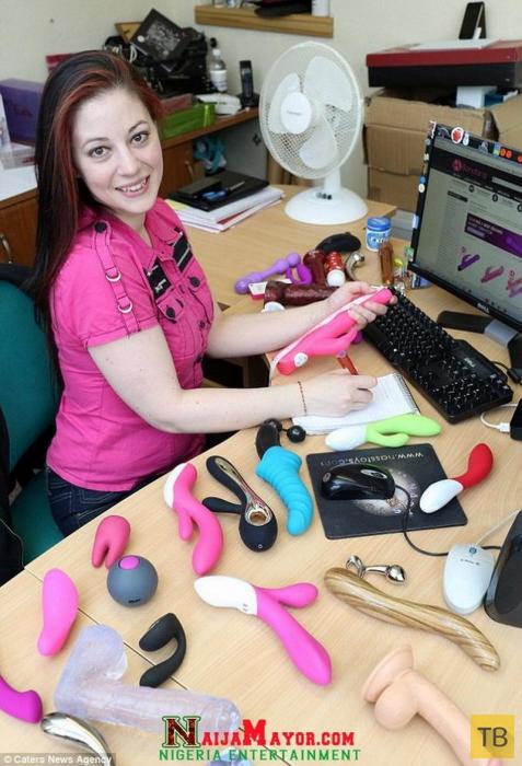 Все работы хороши! Кара Уиллебек – профессиональный тестировщик сексуальных игрушек (6 фото)
