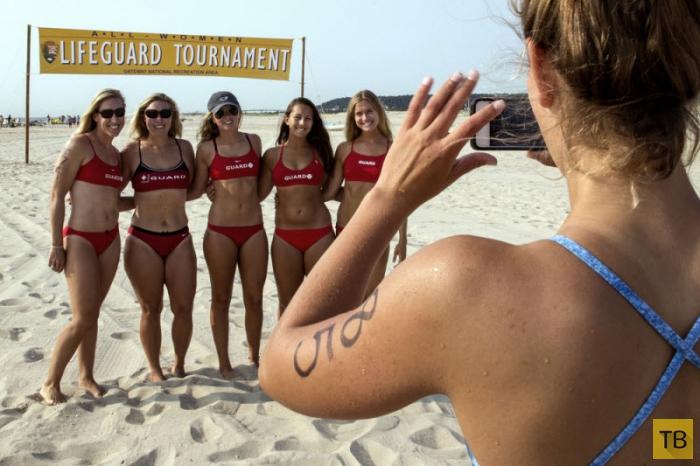 Ежегодный турнир девушек-спасателей в Сэнди Хук (13 фото)
