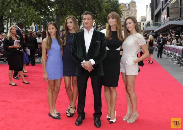 Сталлоне вывел в свет красавицу жену и дочерей (11 фото)