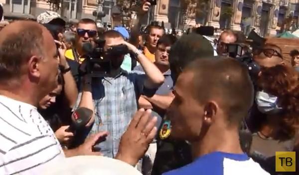 Активисты Майдана сорвали украшения с потерявшей сознание женщины