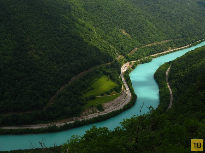 Бирюзовая река Соча (8 фото)