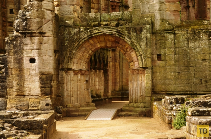 Фаунтейнс - руины древнейшего Аббатства, входящие в список всемирного наследия ЮНЕСКО (7 фото)