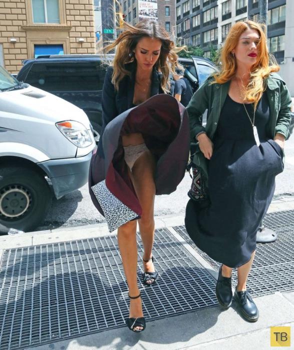 Джессика Альба не смогла совладать со сквозняком из вентиляционного люка (10 фото)