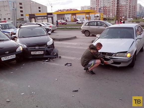 """Женщина за рулем поехала на красный свет и """"собрала"""" 3 машины... ДТП в г. Барнаул"""