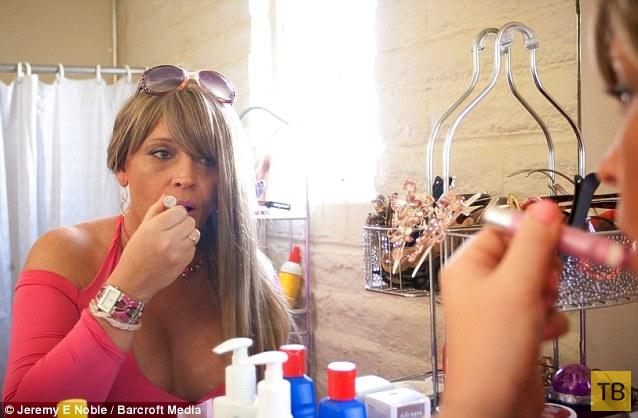 Многодетный транссексуал (12 фото)