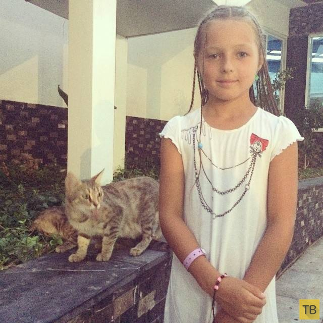 Анастасия Волочкова и ее 8-летняя дочь дают концерты в отелях Турции (22 фото)