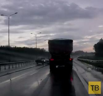 Занос по мокрой дороге в отбойник... ДТП на КАД, г. Санкт-Петербург