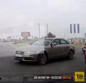 """Не проскочил... Неожиданное столкновение """"SAAB"""" с """"Audi"""". ДТП в г. Волгоград"""