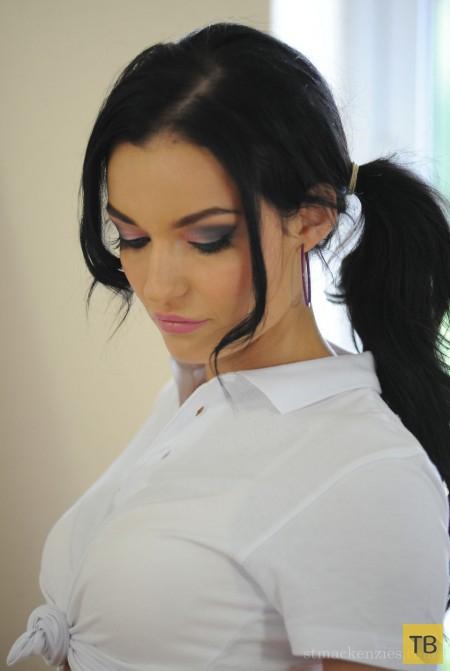 Симпатичная брюнетка-спортсменка (16 фото)
