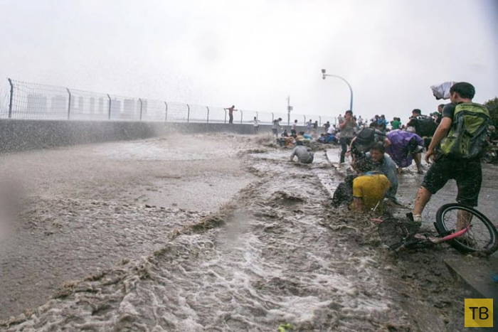 Огромная приливная волна в Ханчжоу, Китай (21 фото)
