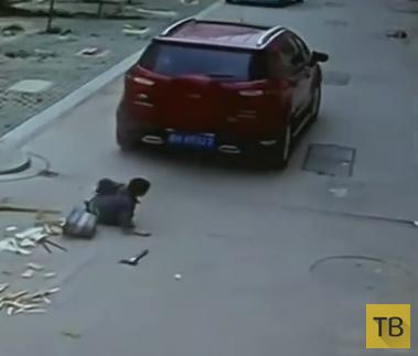 Переехал пацанчика и не заметил... ДТП в Китае