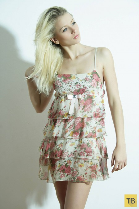 Фигуристая блондинка , часть 2 (15 фото)