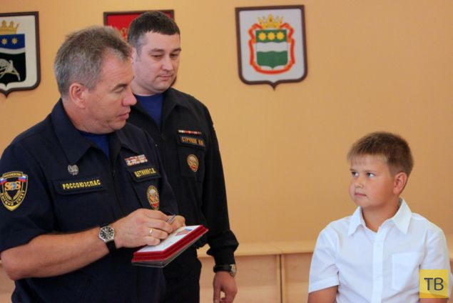 Десятилетний амурский школьник Вадим Диких  получил медаль «За мужество в спасении» (6 фото)
