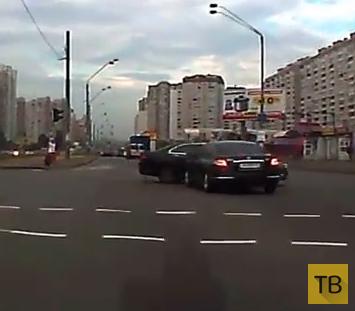 """Водитель """"Honda Accord"""" решил проскочить на красный свет..."""