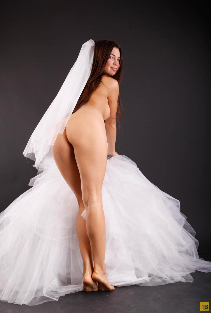 naked-bride-bent-over