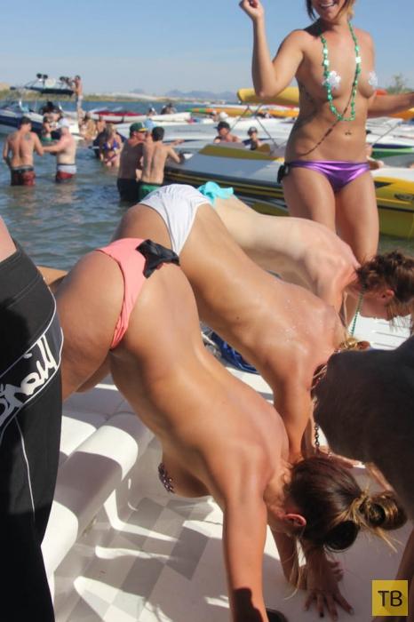 Отдых девушек на озере Хавасу (62 фото)